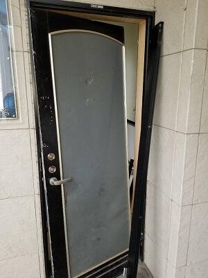 ドア自体が壊れている画像