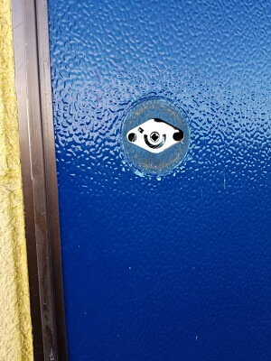 玄関の鍵分解中