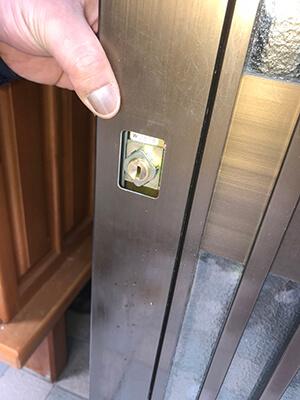 玄関のデッドボルトの位置調整