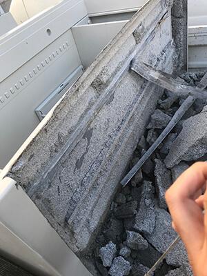 金庫内のコンクリート分解後
